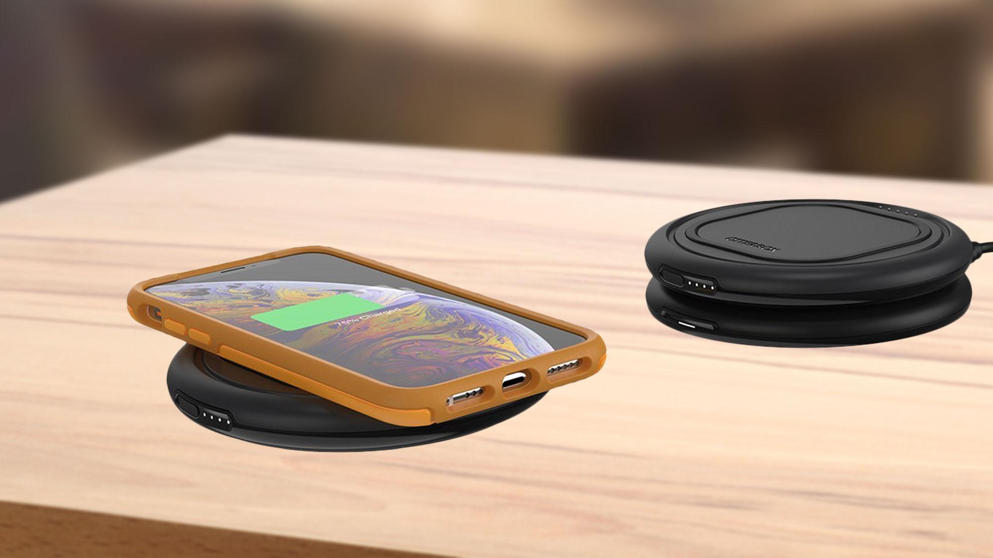 Беспроводная зарядка OtterBox Otterspot – стекируемая система заряжает телефон и беспроводной портативный аккумулятор