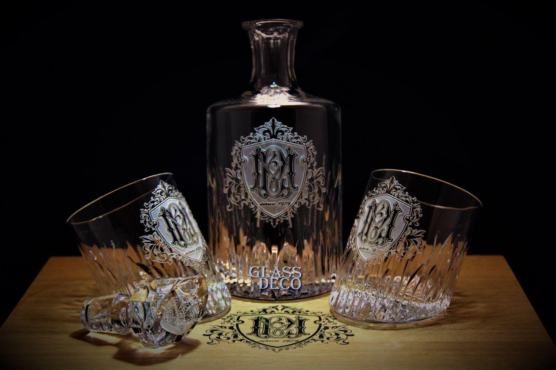 Эксклюзив для виски с 3D гравировкой на заказ. Монограмма